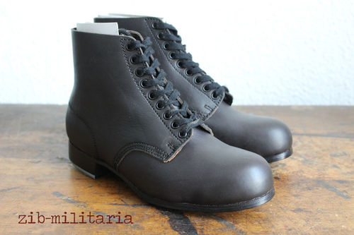 WH leather low boots, blackened leather