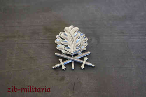 Pin oakleaf with crossed swords