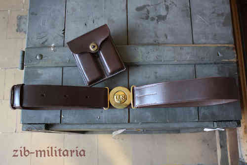 US officers belt with pouches Colt 1911