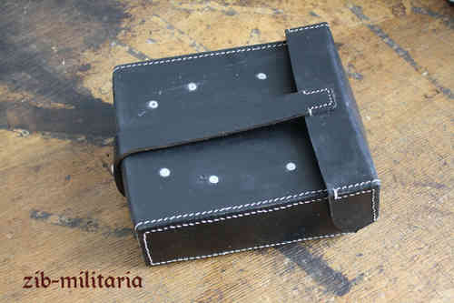 WH MG42 gunners pouch black leather, repro