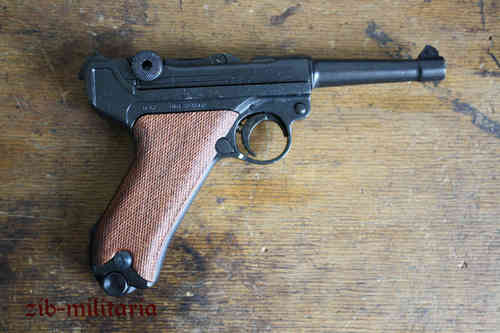 WH Luger P08 with wooden grip shells, pistol model
