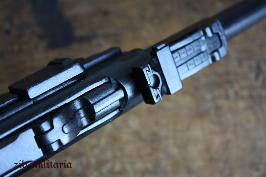 pistole ari 08