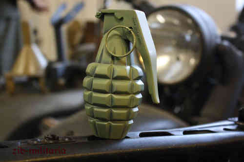 "US MK2 ""Pinneapple"" grenade decoration, metal, Oliv"