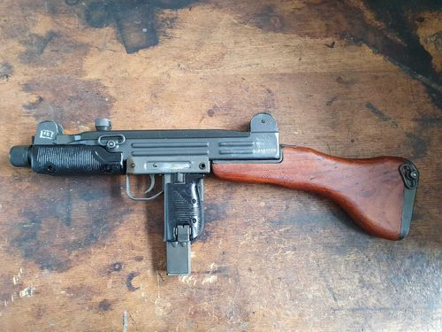 UZI with wooden stock, free part set, without barrel + bolt